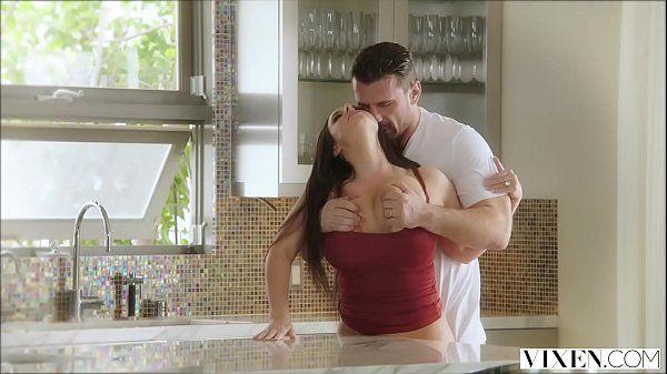 Comendo a prima esposa safada e gostosa fodendo na cozinha acabou no xvideos