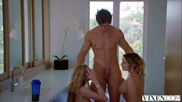 Filme pornô caseiro amigas gostosas dividindo seu colega