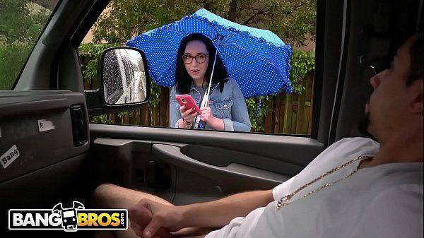 Ninfeta rabuda fodendo dentro do carro com seu amigo