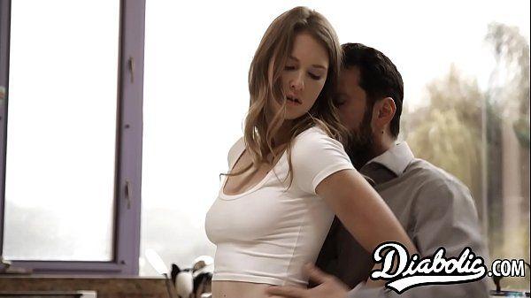 Sexo em publico secretaria novinha fodendo com seu chefe