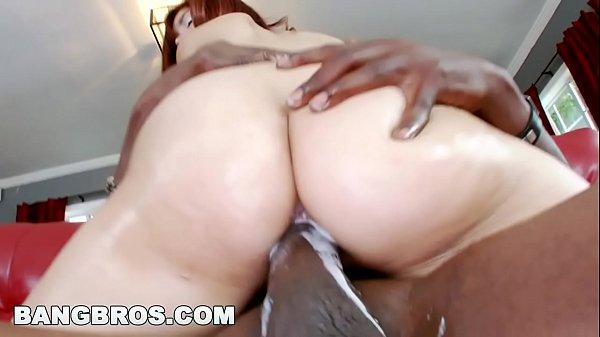 Ggozadas femininas branquinha safada cavalgando no pau do negão