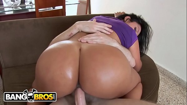 Porno trio rabuda amadora cavalgando na piroca de seu namorado
