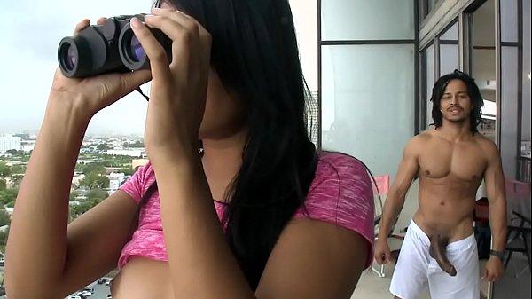 Video sexo a tres gostosa amadora fodendo com o vizinho dotado